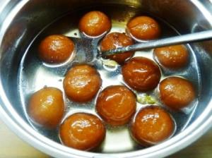 Home made gulab jamun with milk Powder
