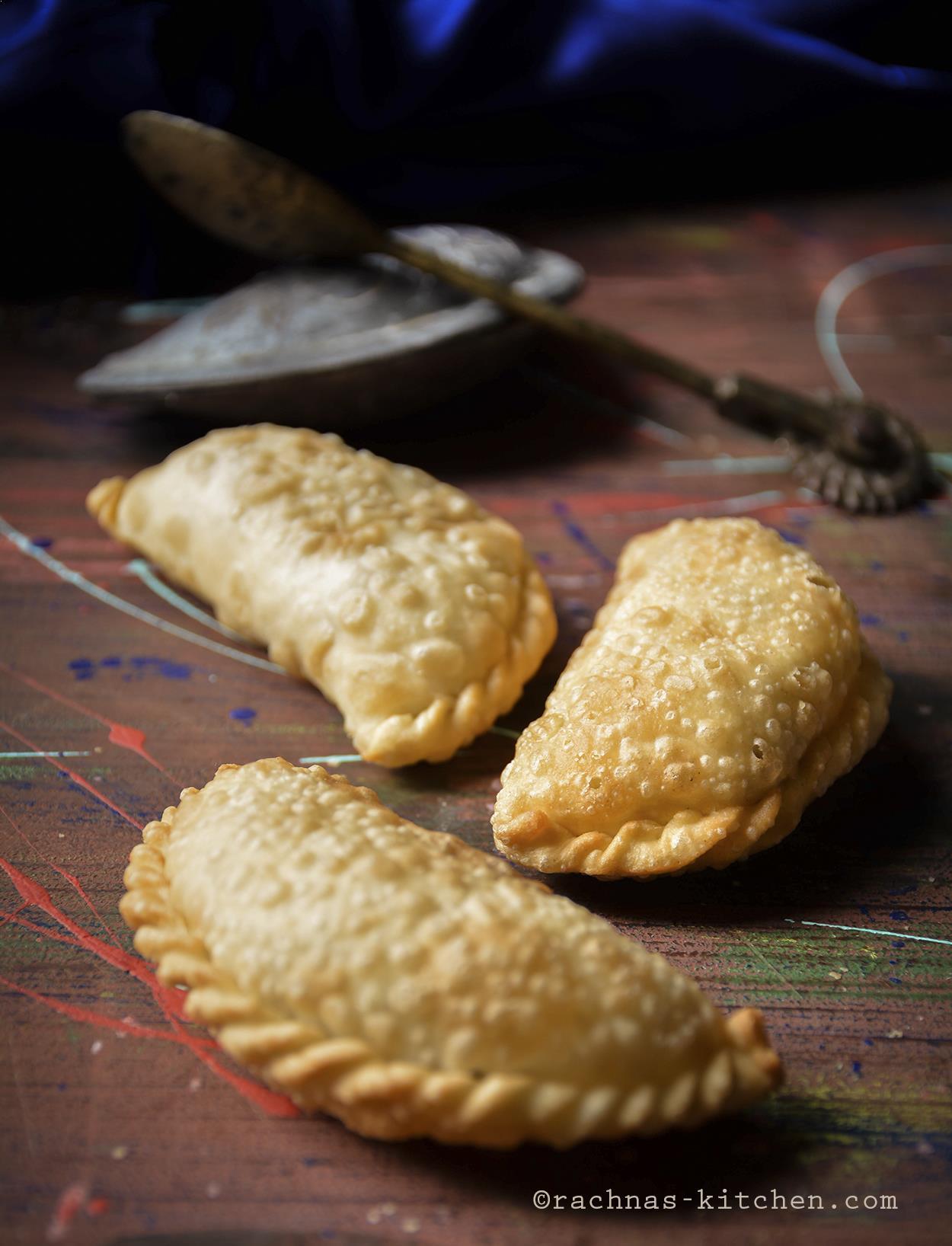 gujhiya recipe with mawa