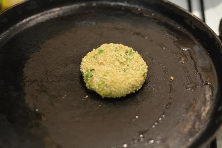 aloo tikki burger step 17
