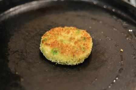aloo tikki burger step 18