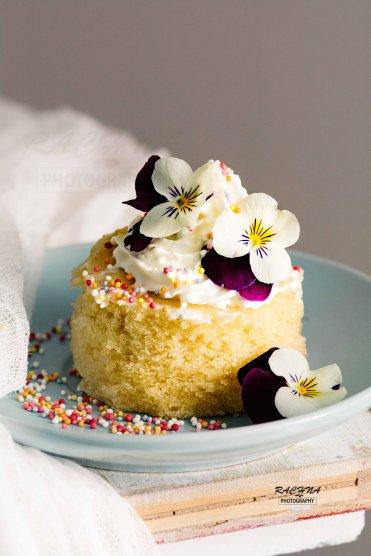 Vanilla cake in microwave